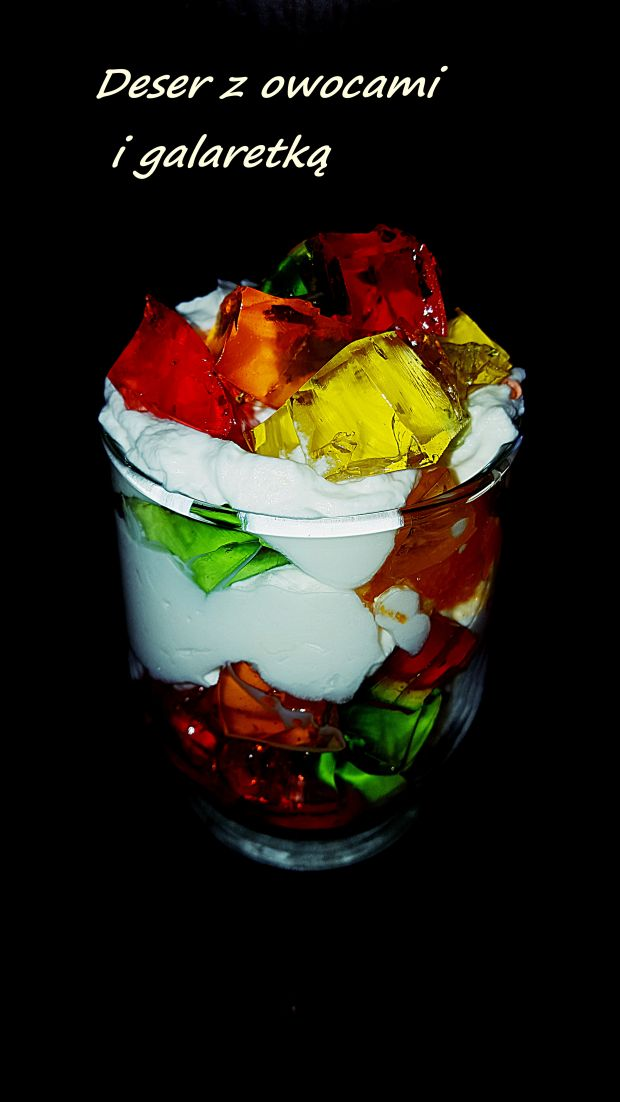 Deser z owocami i galaretką