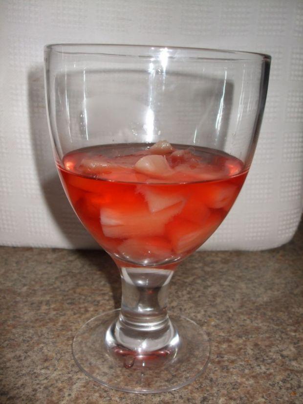 Deser z owocami i galaretką pod serkiem mascarpone