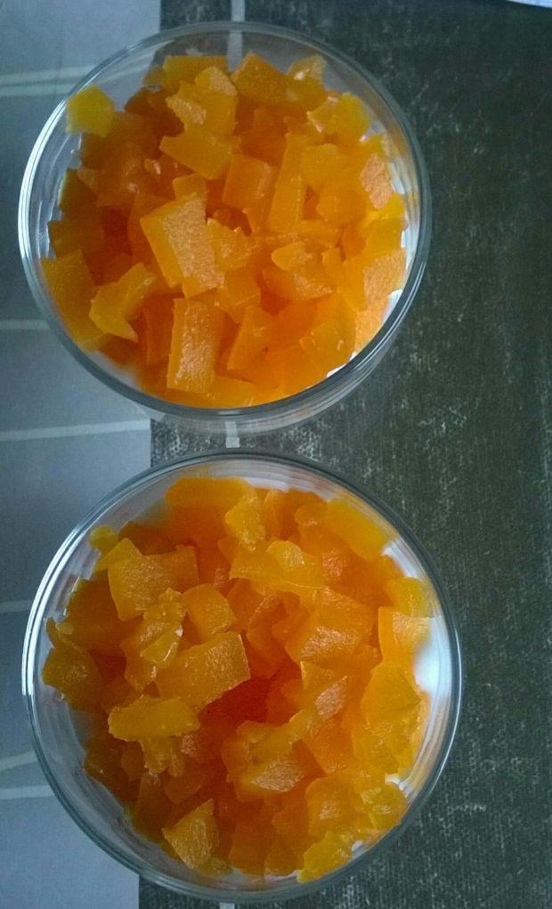 Deserek jogurtowy z galaretką marchewką