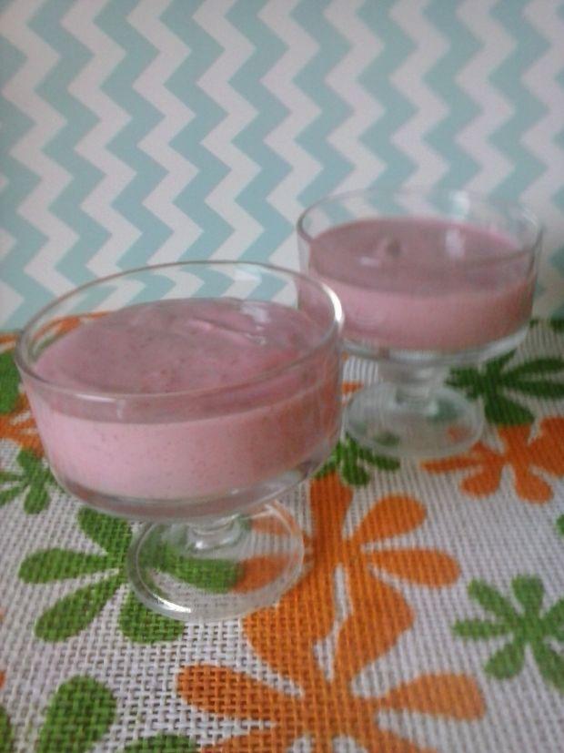 Deserek z mrożonych malin z jogurtem i twarożkiem