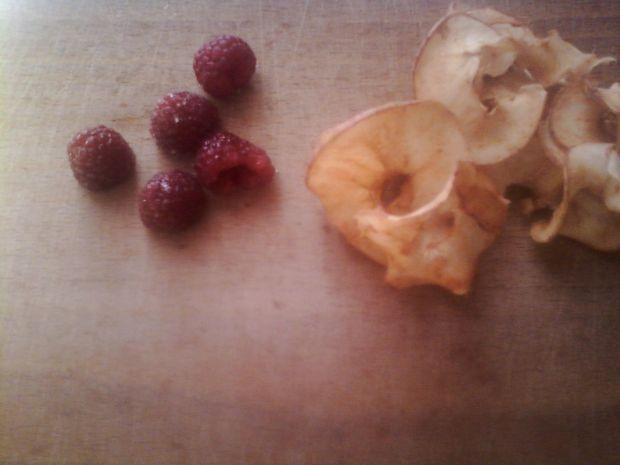 Deserek z płatków owsianych z suszonymi jabłkami