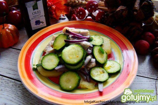 Dietetyczna sałatka z kurczaka i cukini