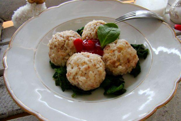 Dietetyczne gołąbki na liściach szpinaku