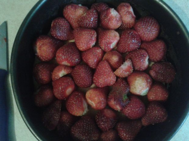 Dietetyczne letnie ciasto z truskawkami