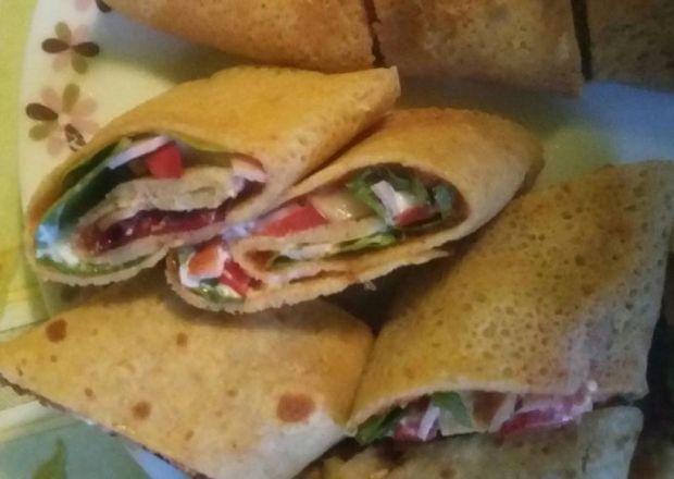dietetyczny naleśnik-tortilla z sałatą