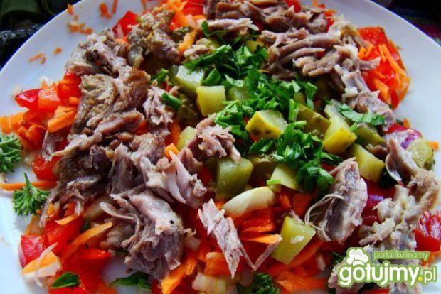 Dobra mięsna sałatka