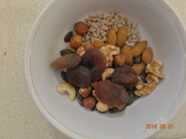 Domowa granola z kaszy gryczanej i jaglanej