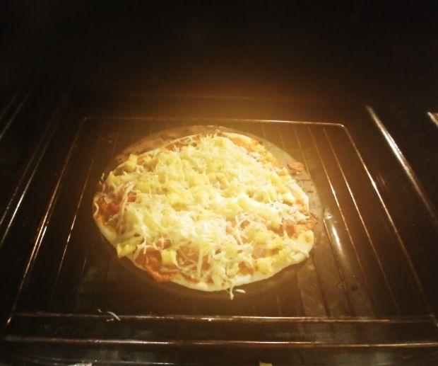 Domowa pizza hawajska