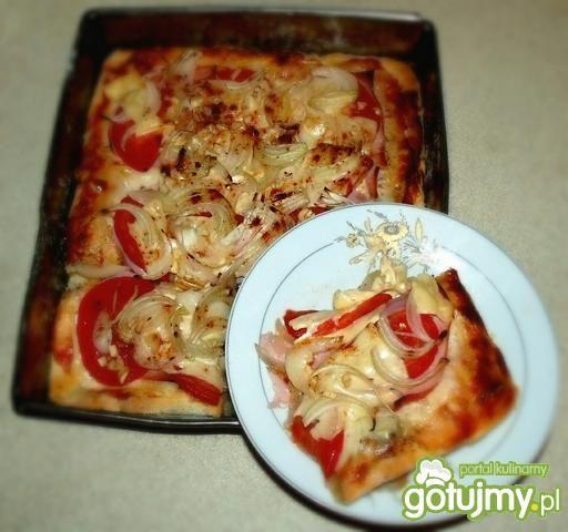 Domowa pizza serowa bez drożdży