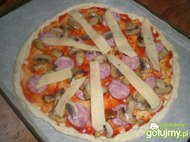 Domowa pizza wiejska