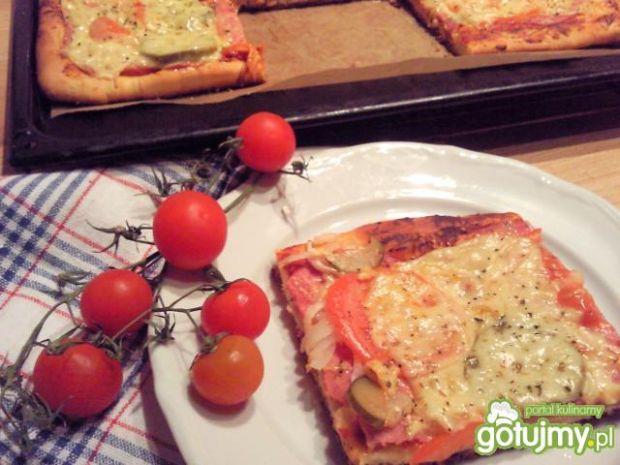 Domowa pizza z własnymi dodatkami