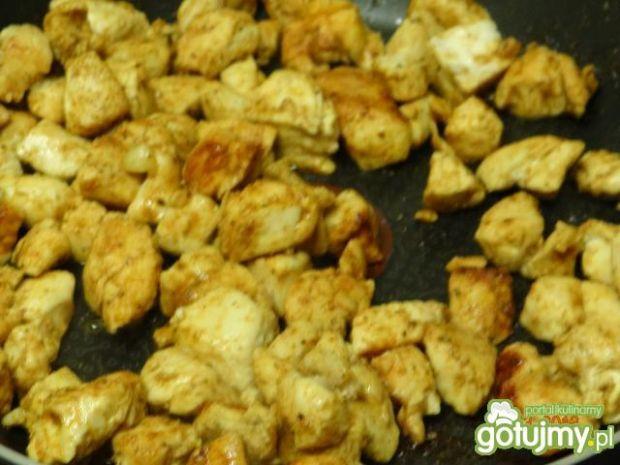 Domowa tortilla z papryką i kurczakiem