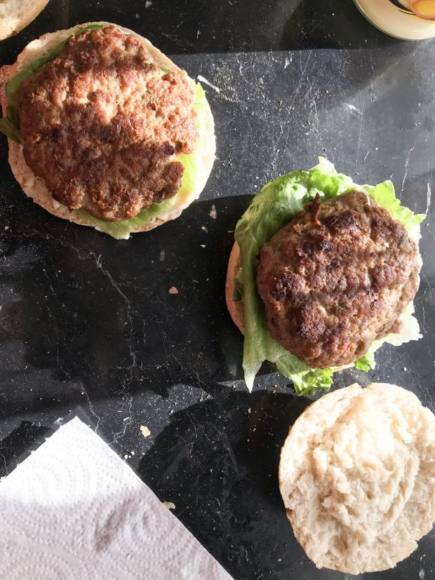 Domowe burgery z bakłażanem i batatem