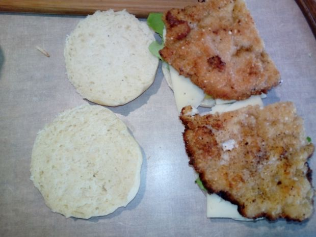 Domowe burgery z kurczakiem
