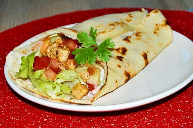 Domowe kebaby z kurczakiem w cieście naleśnikowym