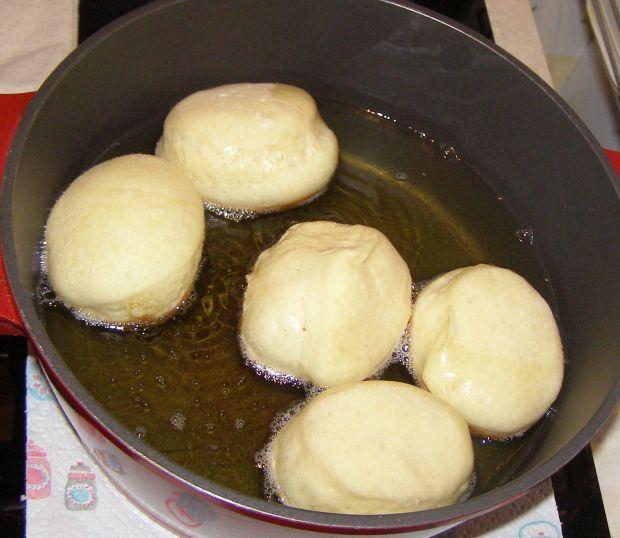 Domowe pączki z ziemniakiem