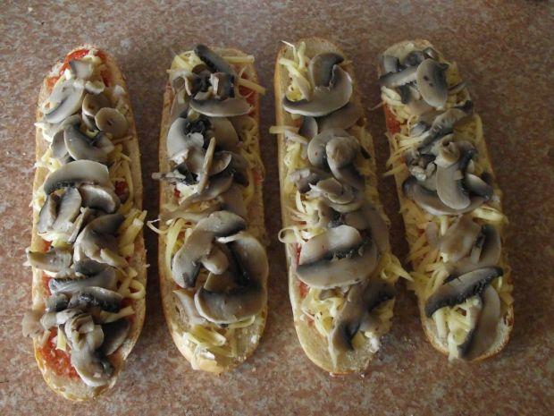 Domowe zapiekanki z gotowanymi pieczarkami