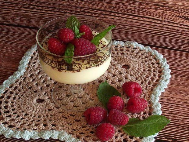 Domowy budyń waniliowy z malinami i czekoladą