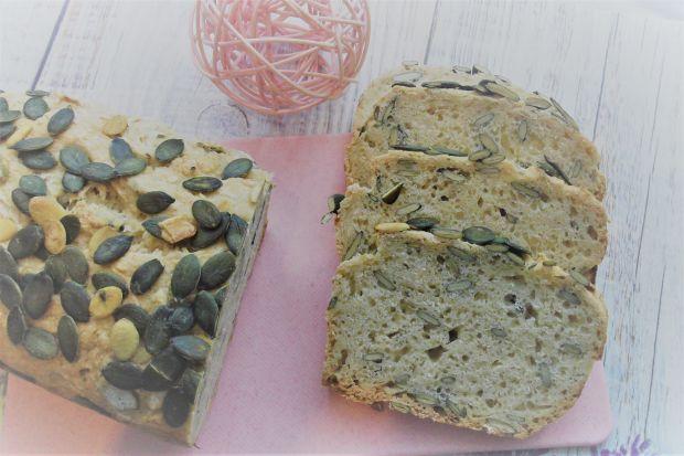 Domowy chleb pszenny z pestkami dyni