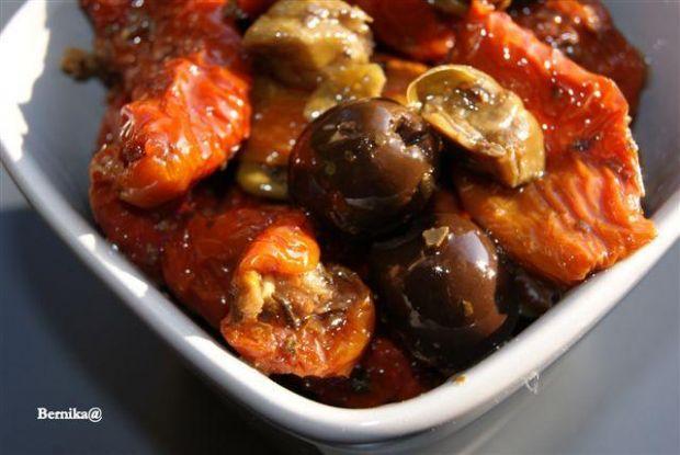 Domowy mix pomidory,oliwki i kapary