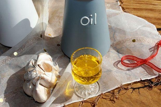 Domowy olej czosnkowy na 2 sposoby