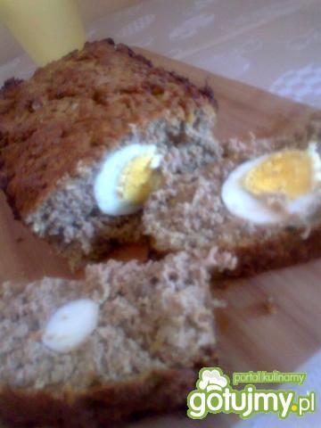 Domowy pasztet z gotowanym jajkiem
