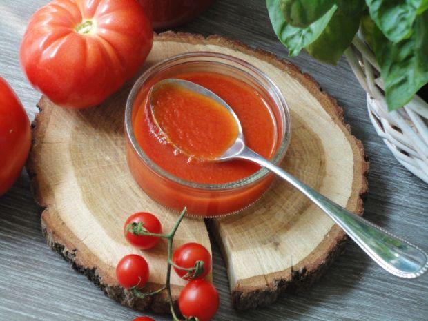 Domowy przecier pomidorowy z bazylią