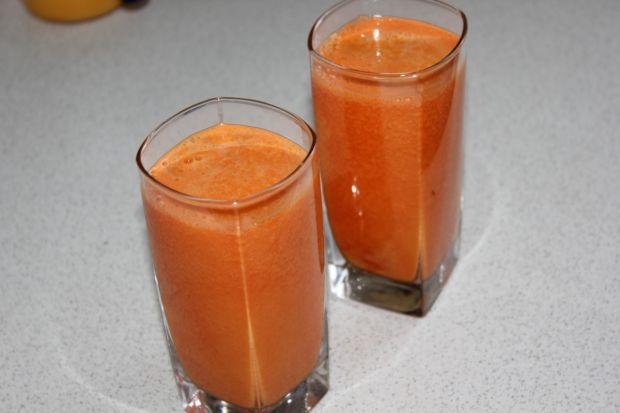 Domowy sok pomarańczowo-marchewkowy