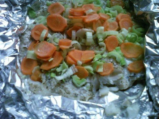 Dorsz pieczony w folii z warzywami
