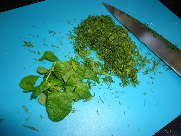 Dorsz w sosie z zielonego groszku, mięty i koperku