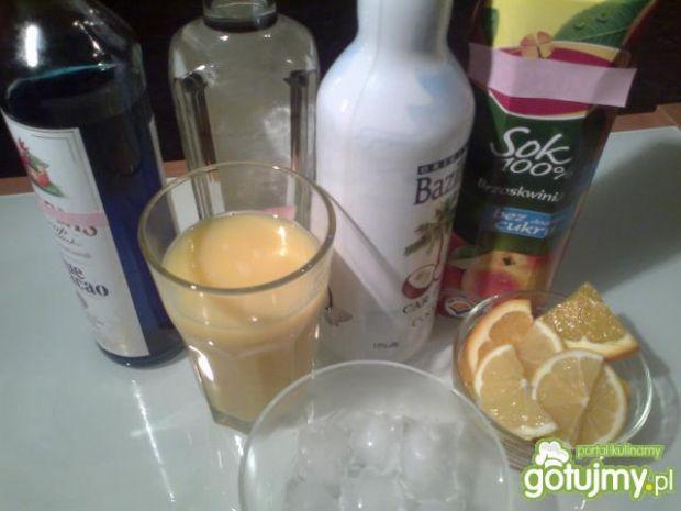 Drink z likierem kokosowym.