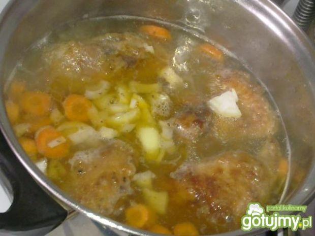 Drób w sosie marchewkowym z rozmarynem