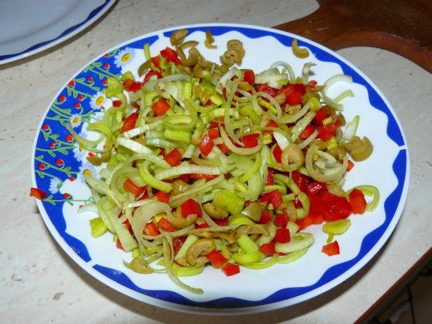Drobiowe kieszonki z sałatką w sosie francuskim