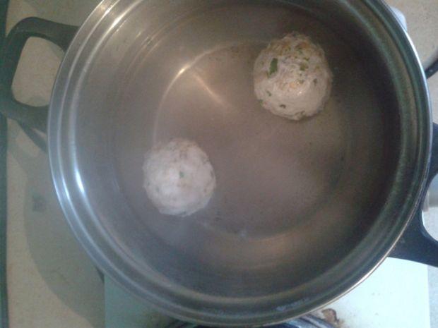 Drobiowe klopsiki z suszoną żurawiną na pekince