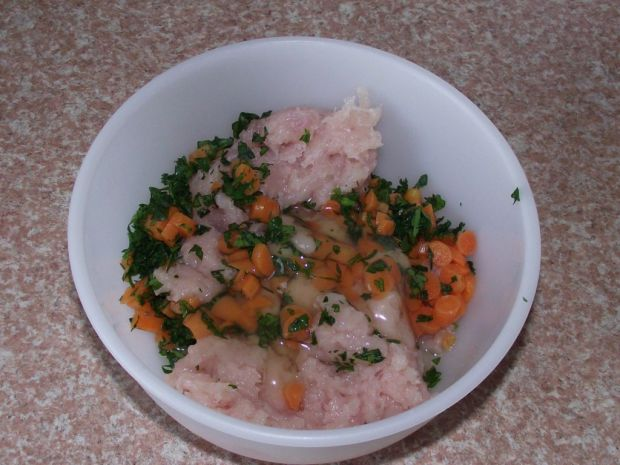 Drobiowe pulpeciki z marchewka i natką - na parze