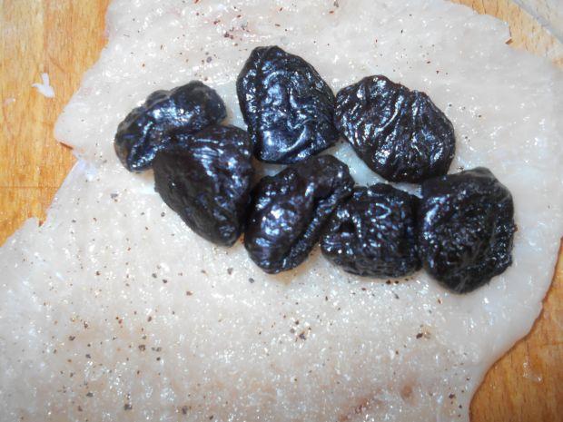 Drobiowe roladki z suszonymi śliwkami
