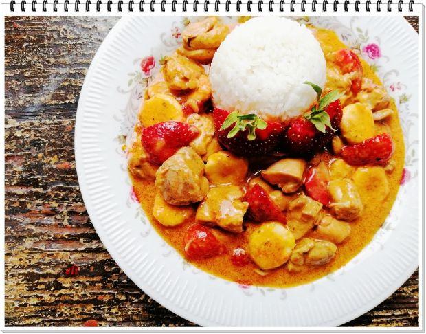 Drobiowy gulasz curry Eli z owocami