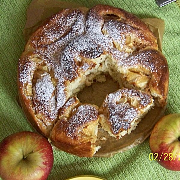 Drożdżowe brioszki z kajmakiem i jabłkami