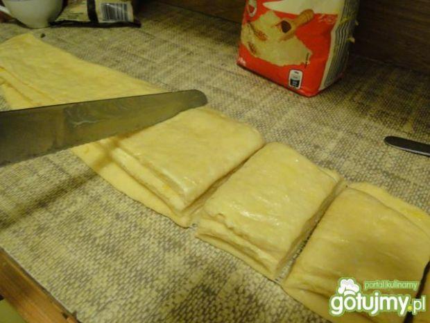 Drożdżowe ciasto cytrynowe do odrywania