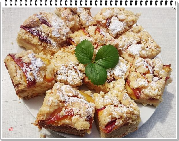 Drożdżowe ciasto Eli z nektarynkami