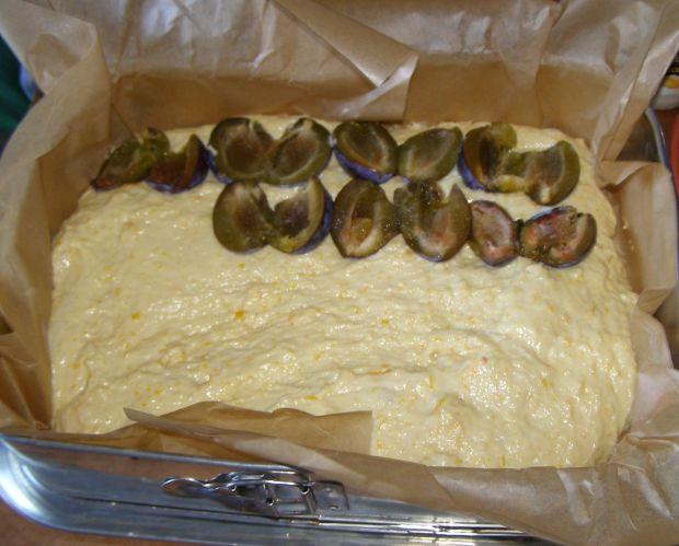 Drożdżowe dyniowe ciasto ze śliwkami i kruszonką.