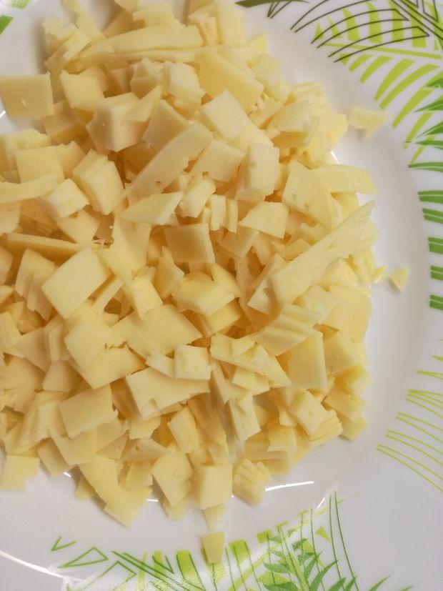 Drożdżowe koperty z brokułem i serem żółtym