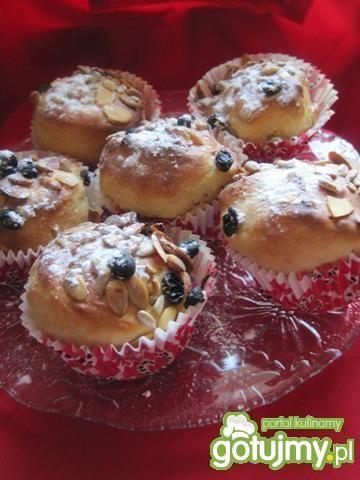 Drożdżowe muffiny z bakaliami