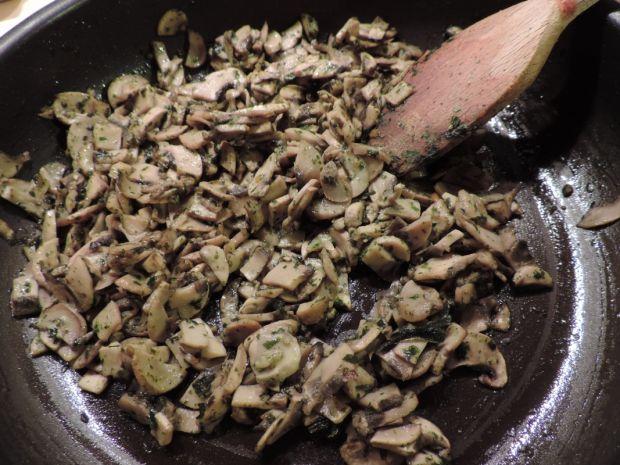 Drożdżowe ślimaczki pieczarkowe