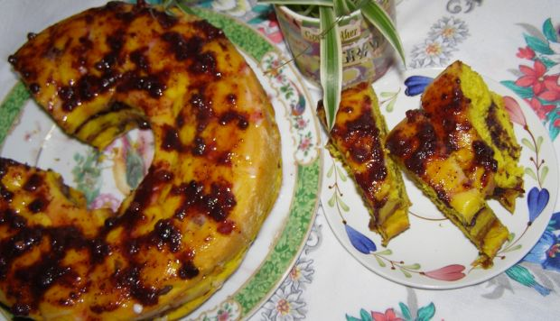 Drożdżowe z kurkumą i jagodami ciasto