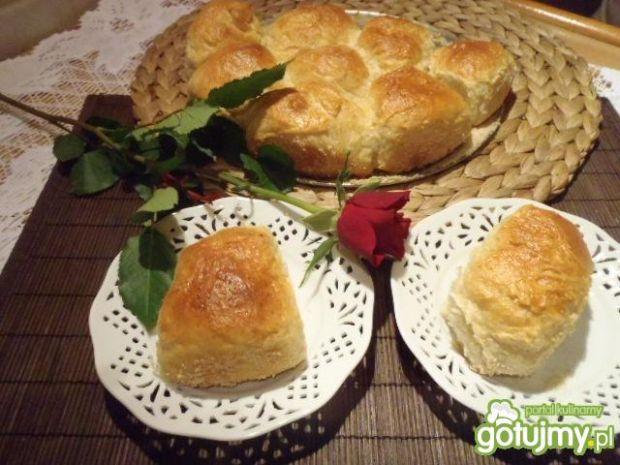 Drożdżóweczki z serem i jabłkami