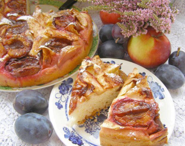 Drożdżówka jabłkowo-śliwkowa z cynamonem
