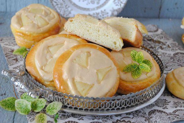 Drożdżówki z kajmakowym serem i ananasem