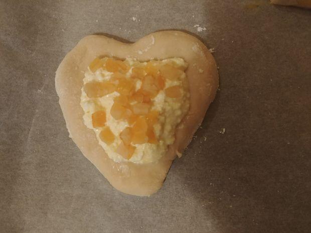 Drożdżówki z serem i skórką pomarańczową