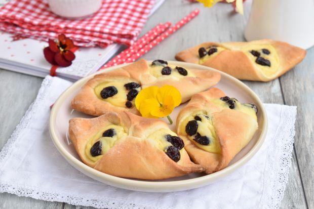 Drożdżówki z serem i suszoną żurawiną
